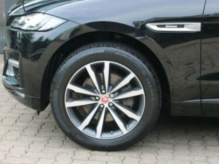Jaguar E-Pace 2.0 P - 300 ch AWD BVA HSE / GPS / TOIT PANO / BLUETOOTH / PHARE LED / GARANTIE 12 MOIS / JAGUAR APPROUVED Noir métallisée  - 11