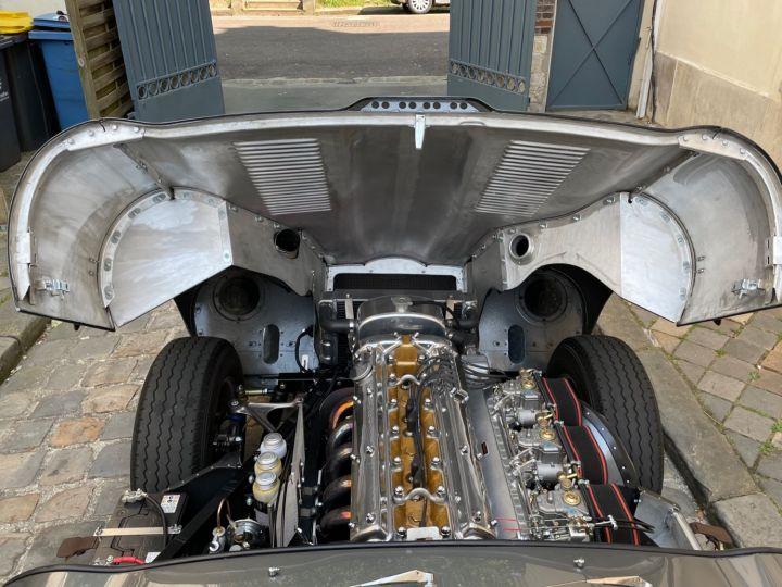 Jaguar E-Type Lightweight Aluminum Gris - 10