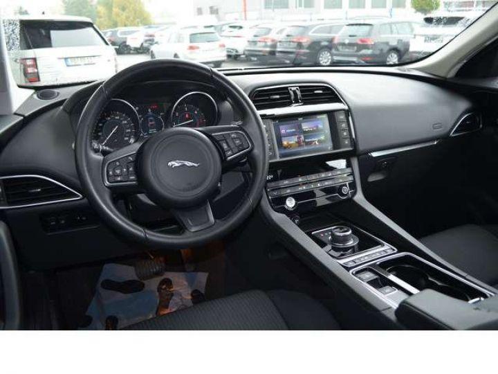 Jaguar F-Pace 2.0 D 180 PURE 4X4 BVA TOIT PANO / GPS Blanc - 4