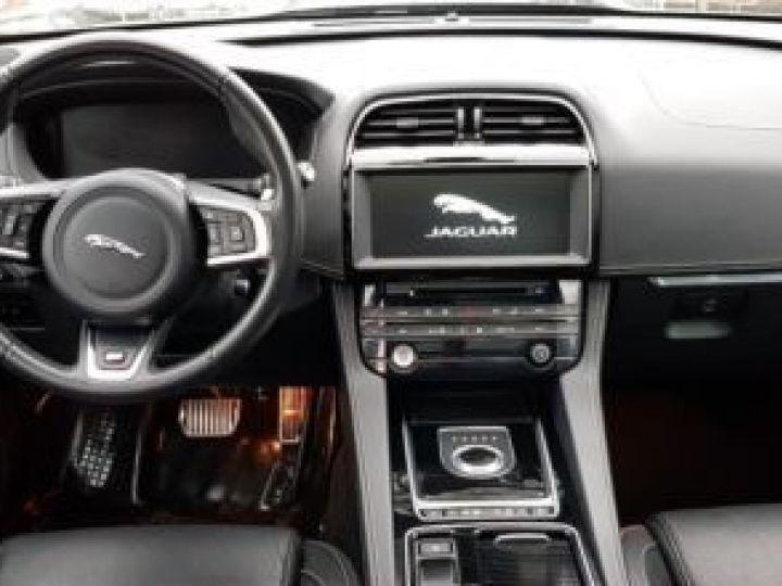 Jaguar F-Pace V6 3.0 SUPERCHARGED 380CH S 4X4 BVA8 NOIR Occasion - 13