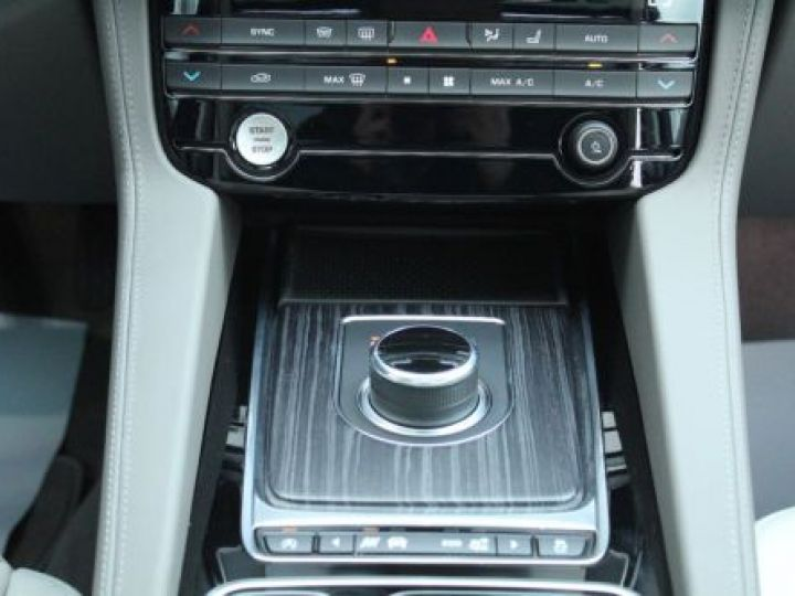 Jaguar F-Pace V6 3.0D 300CH PORTFOLIO 4X4 BVA8 BLEU Occasion - 16