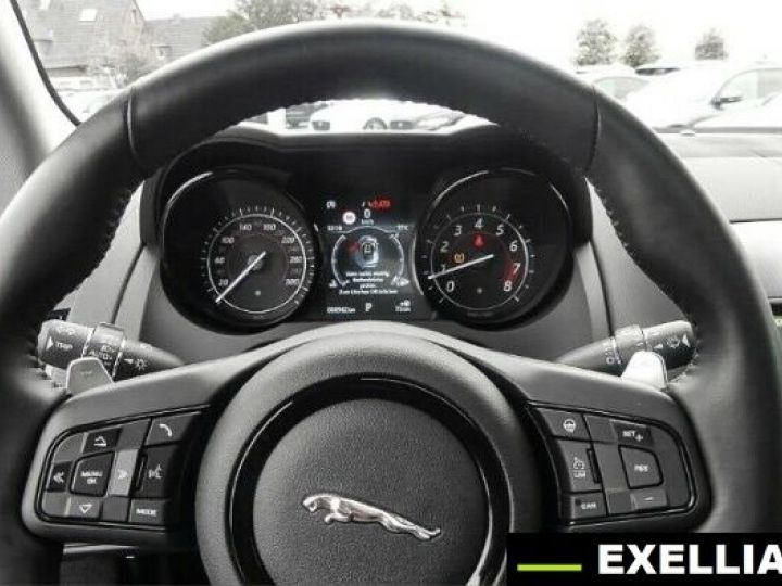 Jaguar F-Type COUPE R-DYNAMIC 3.0 V6 BLANC PEINTURE METALISE  Occasion - 6