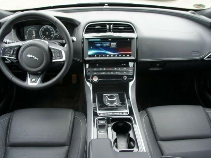 Jaguar XE 2.0 D 180 R SPORT BVA  BLANC Occasion - 11