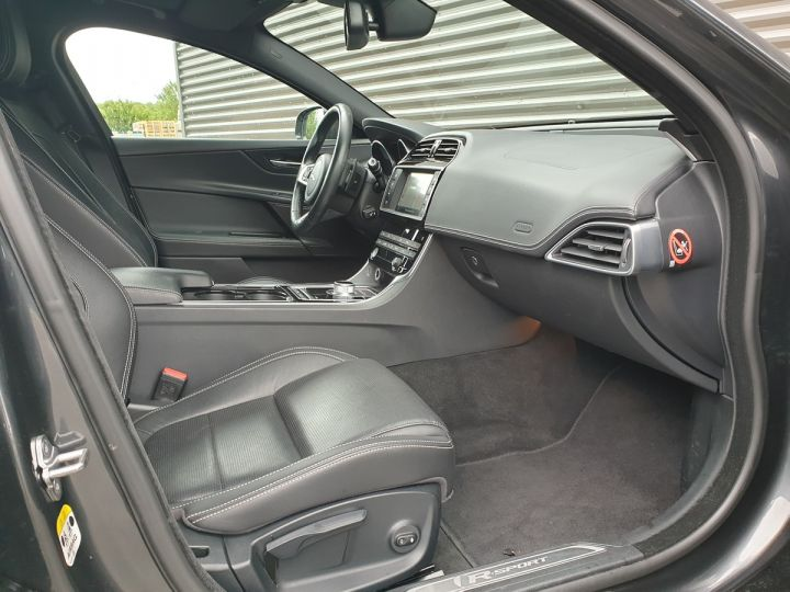 Jaguar XE 2.0d 180 sport bva Gris Occasion - 7