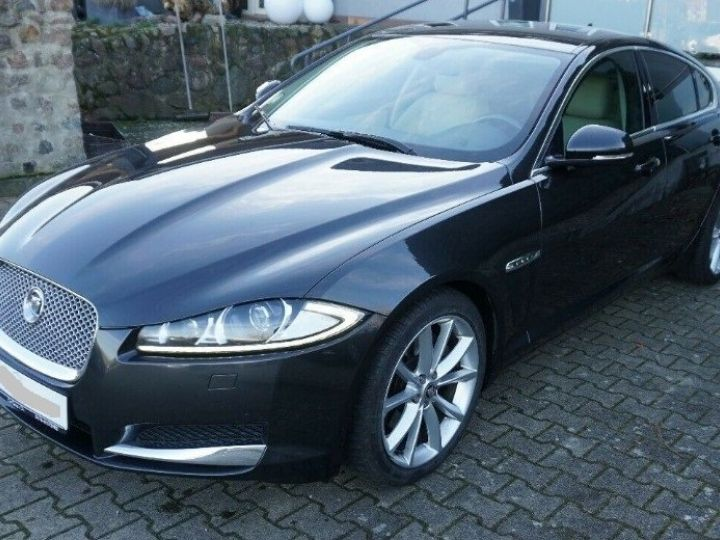 Jaguar XF 3.0 V6 240 Diesel Luxe 10/2013 noir métal - 1