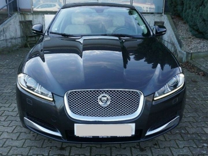 Jaguar XF 3.0 V6 240 Diesel Luxe 10/2013 noir métal - 3