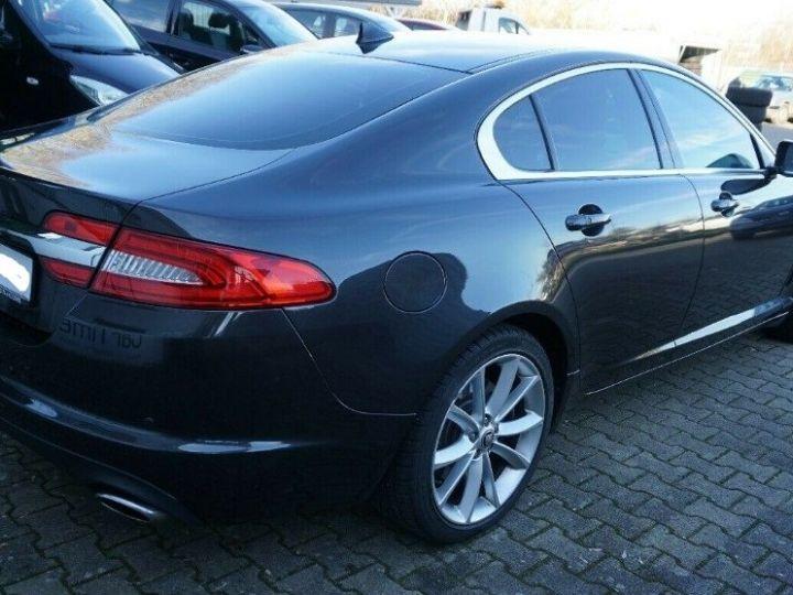 Jaguar XF 3.0 V6 240 Diesel Luxe 10/2013 noir métal - 4