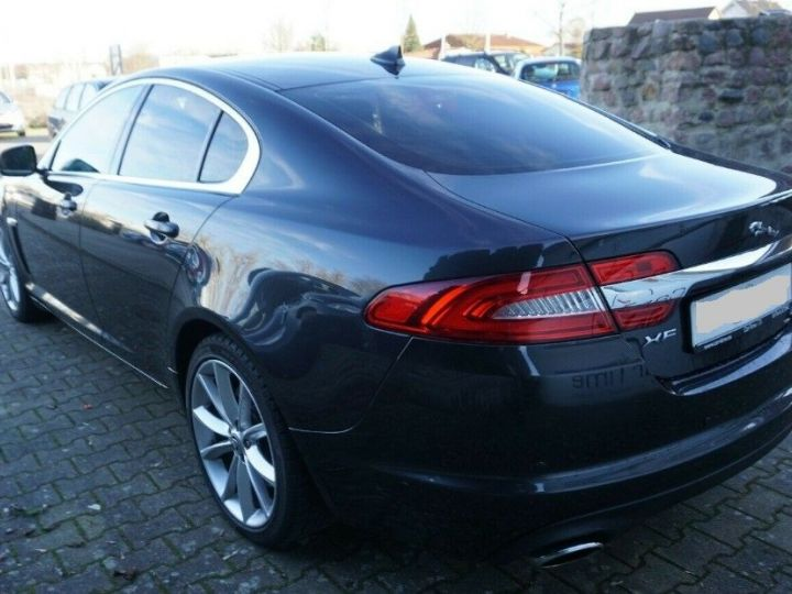 Jaguar XF 3.0 V6 240 Diesel Luxe 10/2013 noir métal - 5