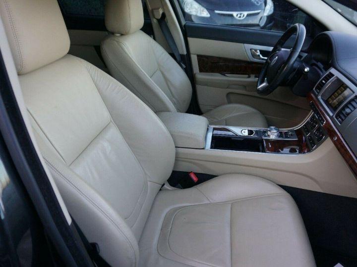Jaguar XF 3.0 V6 240 Diesel Luxe 10/2013 noir métal - 8