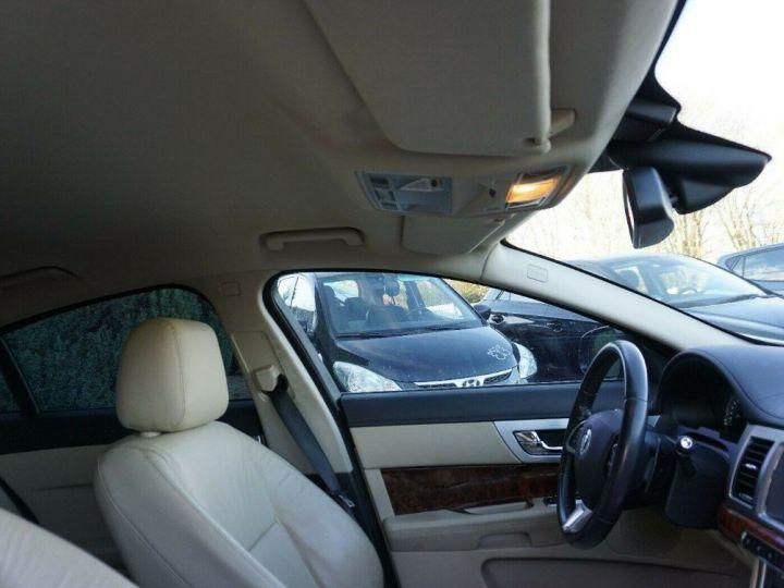 Jaguar XF 3.0 V6 240 Diesel Luxe 10/2013 noir métal - 9