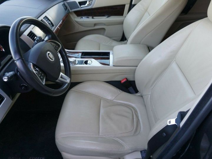 Jaguar XF 3.0 V6 240 Diesel Luxe 10/2013 noir métal - 10