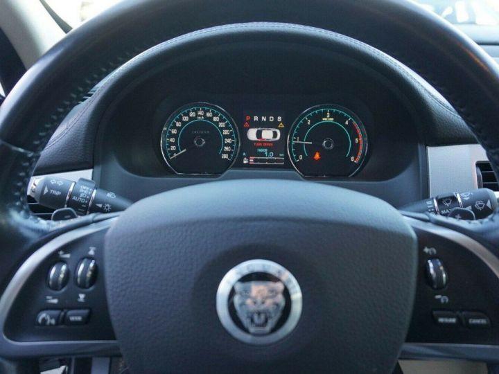 Jaguar XF 3.0 V6 240 Diesel Luxe 10/2013 noir métal - 13