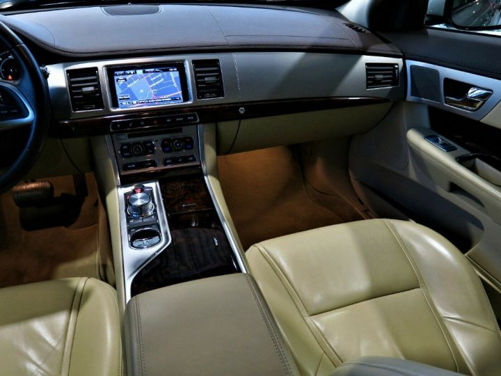 Jaguar XF 3.0 V6 240 Diesel Luxe Premium (04/2013) Gris metal champagne - 13