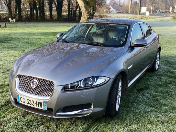 Jaguar XF luxury gris - 4