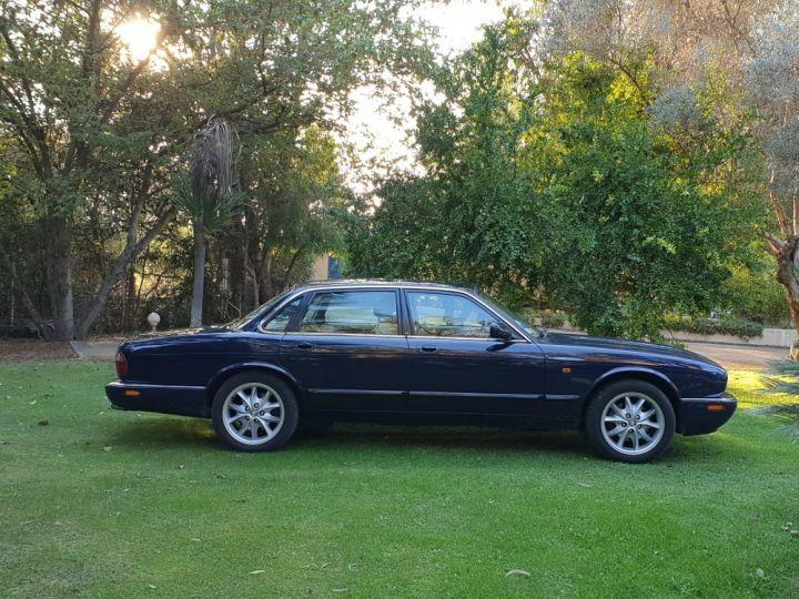 Jaguar XJ8 3.2 L V8 PACK CLASSIC BLEU NUIT METALLISE - 4