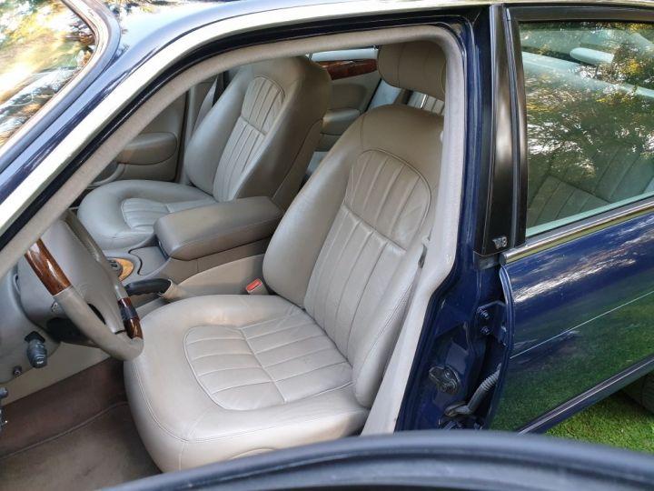 Jaguar XJ8 3.2 L V8 PACK CLASSIC BLEU NUIT METALLISE - 10