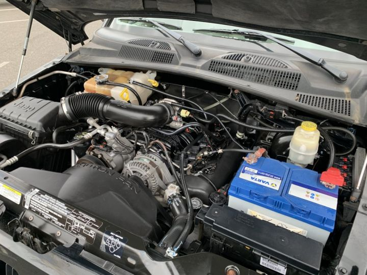 Jeep Cherokee 3.7 L V6 204 CV Renegade Noire - 13