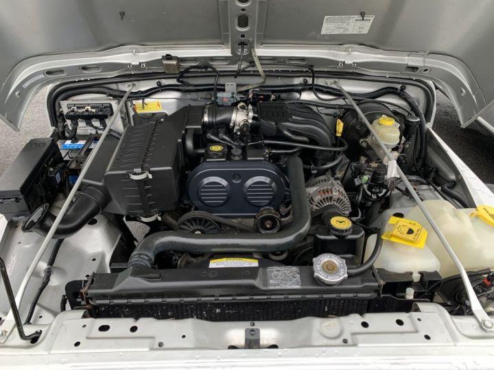 Jeep WRANGLER 2.5 L Sport 143 CV Gris clair - 10