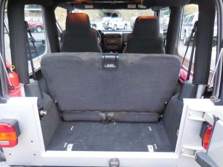Jeep WRANGLER 2.5 L Sport 143 CV Gris clair - 14