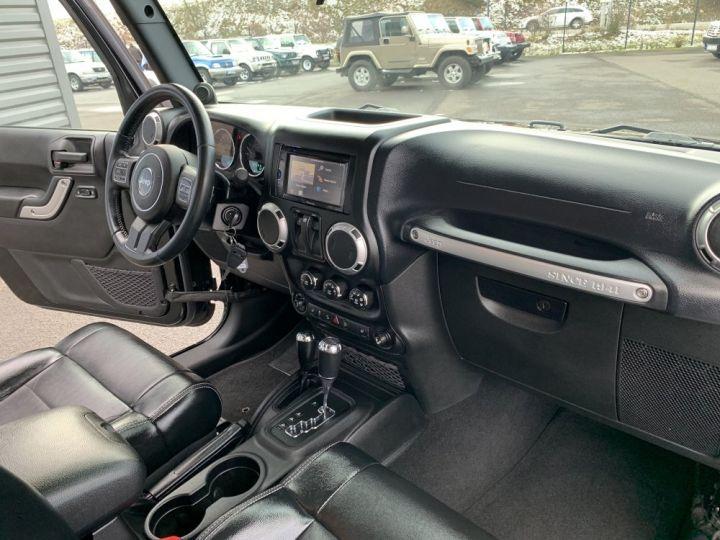 Jeep Wrangler JK 2.8 L CRD 200 CV BVA Sahara Noire - 11