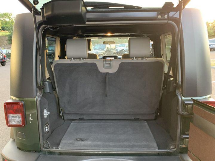 Jeep Wrangler JK 3.8 L V6 RUBICON Vert Foncé - 10