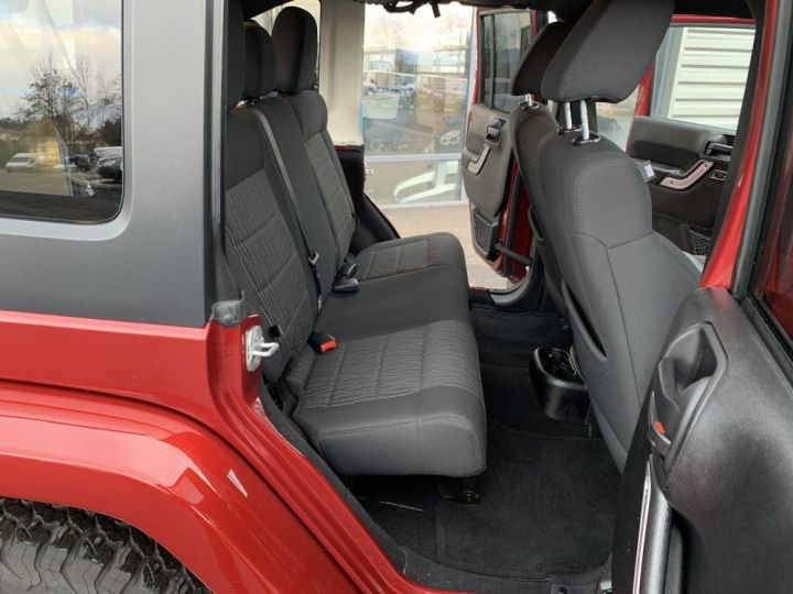 Jeep Wrangler JKU 3.6 L V6 284 CV Sahara Bordeaux - 11