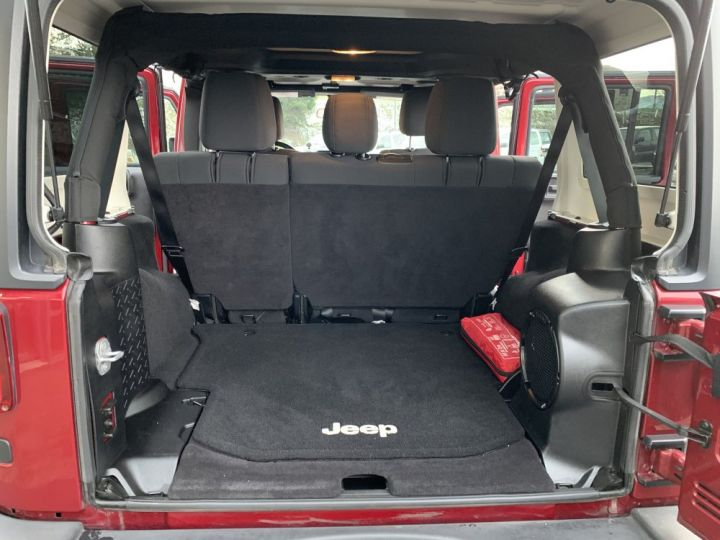 Jeep Wrangler JKU 3.6 L V6 284 CV Sahara Bordeaux - 12