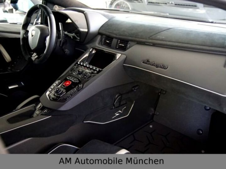 Lamborghini Aventador noire - 11