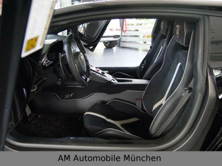 Lamborghini Aventador noire - 12