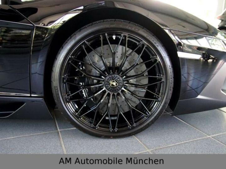 Lamborghini Aventador noire - 15