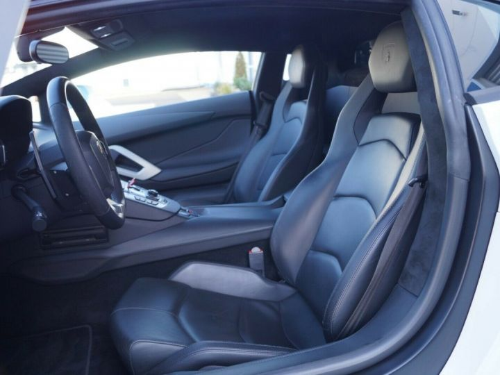 Lamborghini Aventador LP 700-4 BLANC - 11
