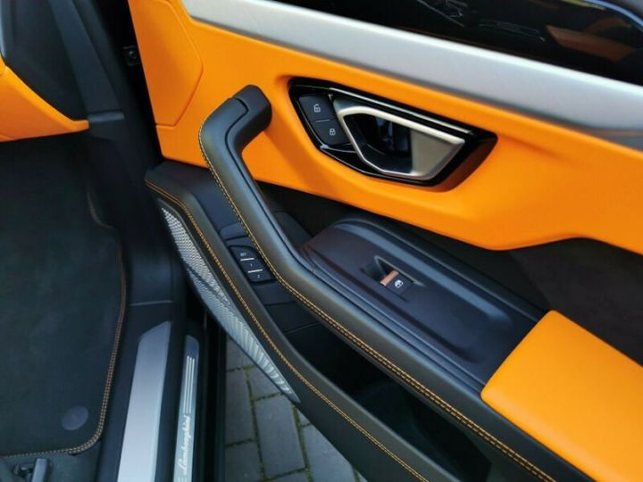 Lamborghini Urus noir  - 16