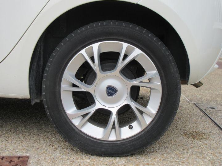 Lancia YPSILON 0.9 TWINAIR 85CH GOLD STOP&START DFS 5P BLANC Occasion - 16