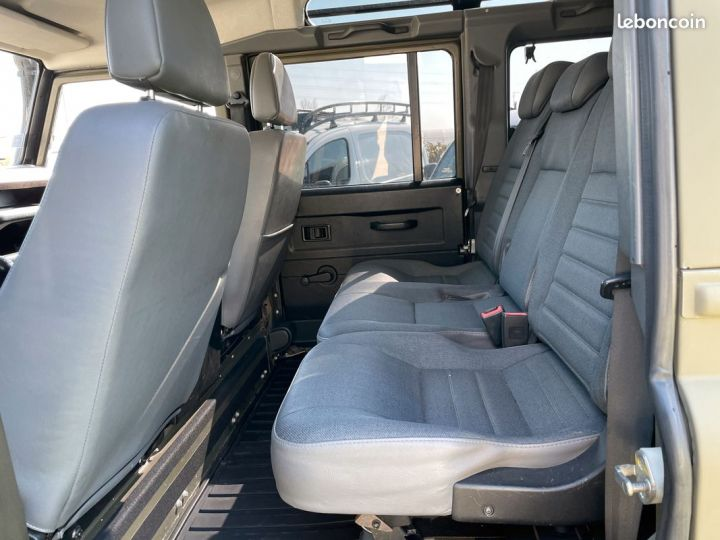 Land Rover Defender 110 td4 7 places ex armée  - 5