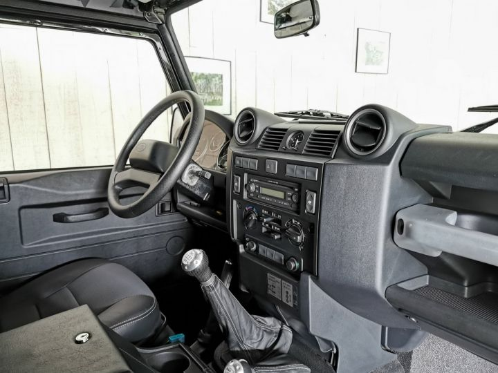 Land Rover Defender 90 2.2 TD4 122 CV EDEN PARK Noir - 6