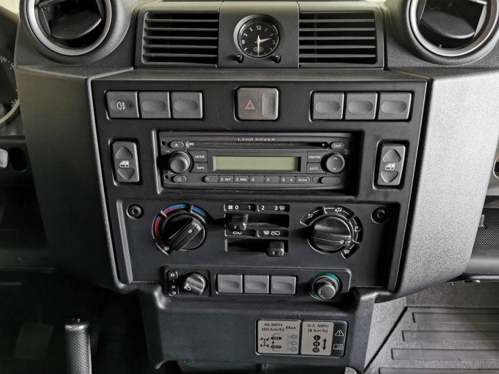 Land Rover Defender 90 2.2 TD4 122 CV EDEN PARK Noir - 8