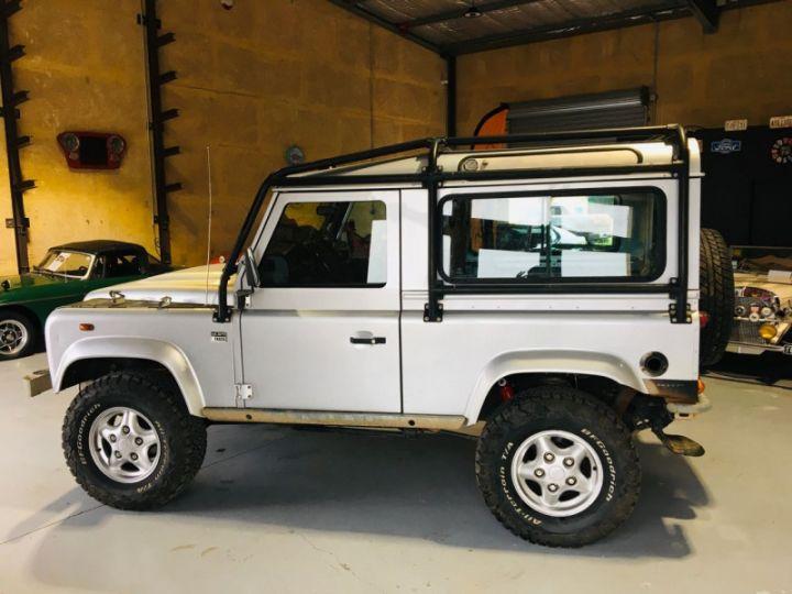 Land Rover Defender SW 90 2.4 TD SE Gris - 4