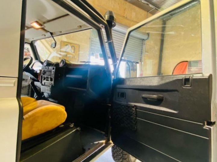 Land Rover Defender SW 90 2.4 TD SE Gris - 14