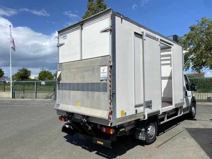 Light van Citroen Jumper Box body + Lifting Tailboard 130 HAYON ELEVATEUR 20 m2 TOIT DEBACHABLE COULISSANT PORTE LATERALE BLANC - 3