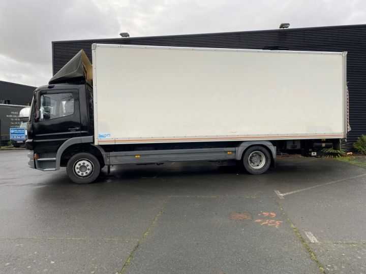 Light van Mercedes Atego Box body + Lifting Tailboard 1218 FOURGON 43 m3 HAYON RABATTABLE PORTE LATERALE COULISSANTE  NOIR - 7