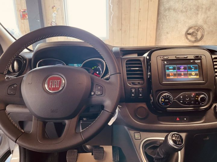 Light van Fiat Talento Double cab van fiat TALENTO cabine approfondie 2.0 MJT 145 Evoluzionne  gris aluminium - 6