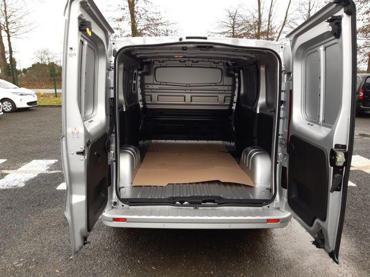 Light van Renault Trafic Steel panel van L1H1 2.0 DCI 145CV boite automatique neuf et dispo GRIS CLAIR METAL - 6