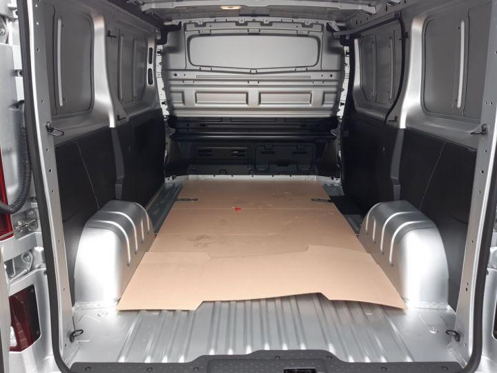 Light van Renault Trafic Steel panel van L1H1 2.0 DCI 145CV boite automatique neuf et dispo GRIS CLAIR METAL - 7