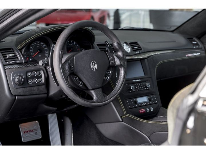 Maserati Gran Turismo MC STRADALE 4.7 noir - 5