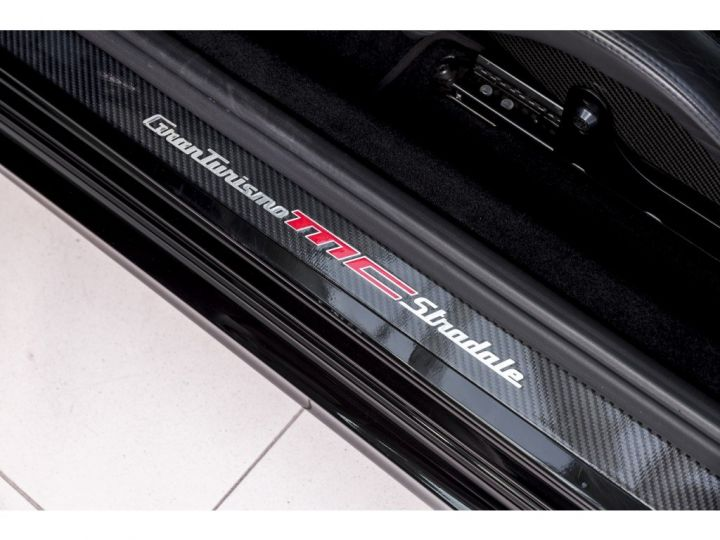 Maserati GranTurismo MC STRADALE 4.7 noir - 7