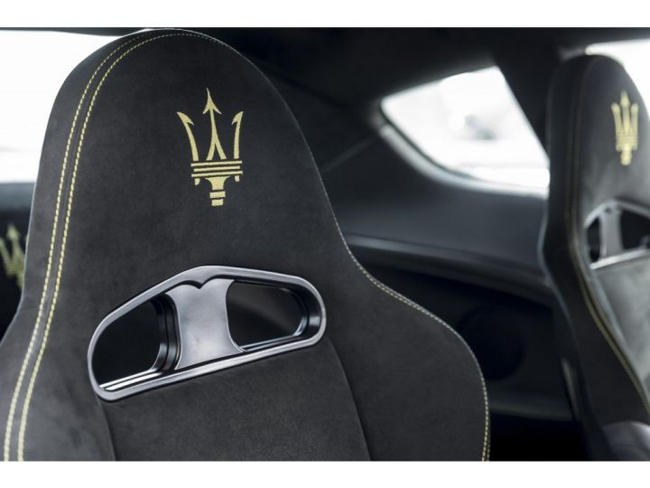Maserati GranTurismo MC STRADALE 4.7 noir - 11