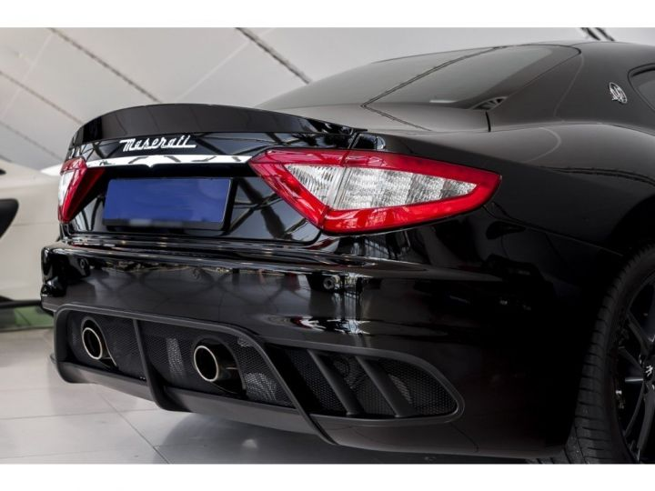 Maserati GranTurismo MC STRADALE 4.7 noir - 14