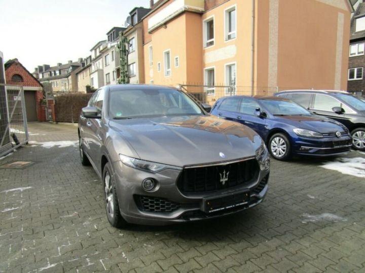 Maserati Levante 1 main * 4x4 gris - 7