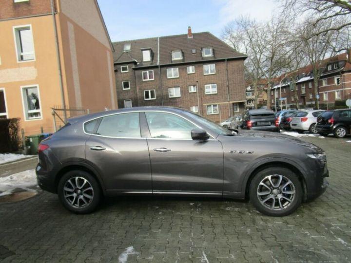 Maserati Levante 1 main * 4x4 gris - 8