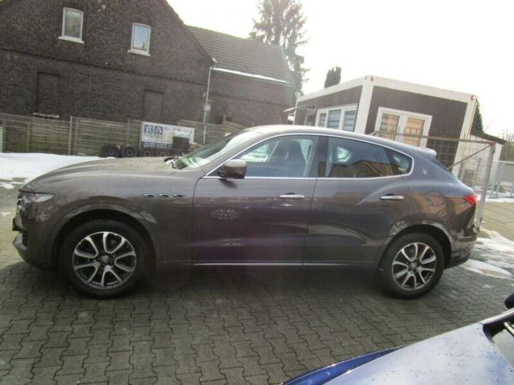 Maserati Levante 1 main * 4x4 gris - 10